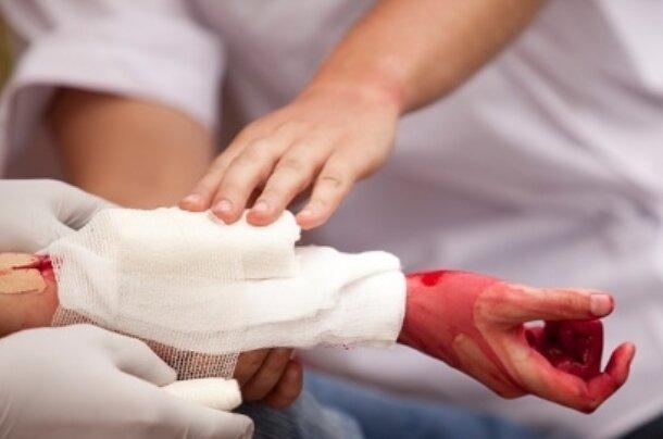 محققان ایرانی مایع شفاف حاوی نانوالیاف برای بندآوردن خون ساختند
