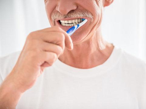 دندان هایتان را مسواک بزنید و آلزایمر را به تعویق بیاندازید