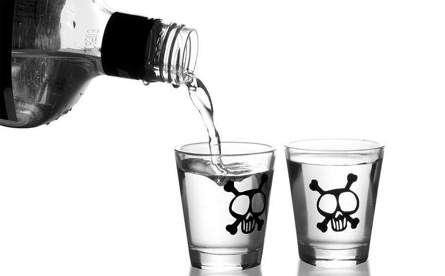خبرنگاران شهروندان یزدی مراقب مسمومیت با الکل صنعتی باشند