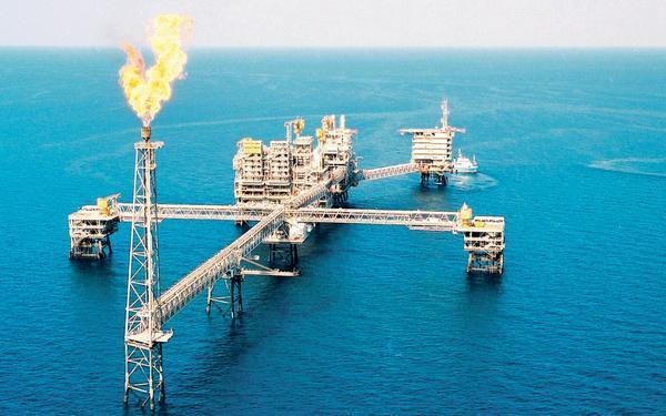 سقوط قیمت نفت قطر به پایین ترین سطح از سال 1999