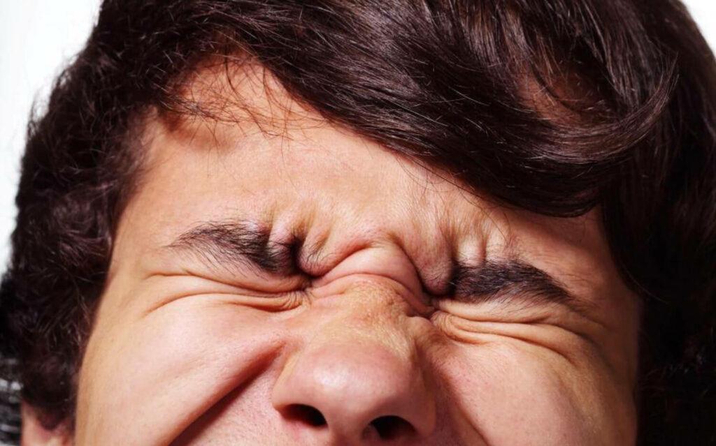 کارهای اشتباهی که چشمتان را ضعیف می نماید