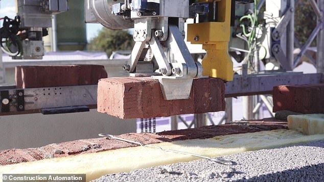 ساخت خانه سه خوابه با روبات آجرچین