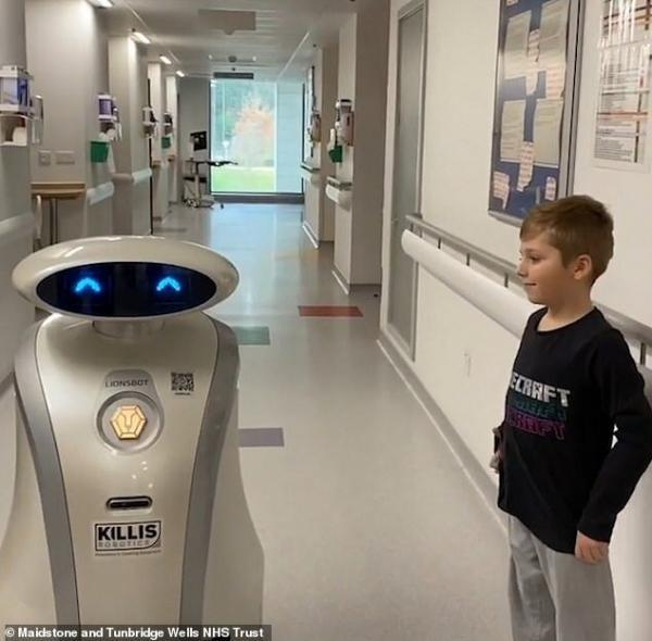 روباتی که بچه ها را در بیمارستان می خنداند